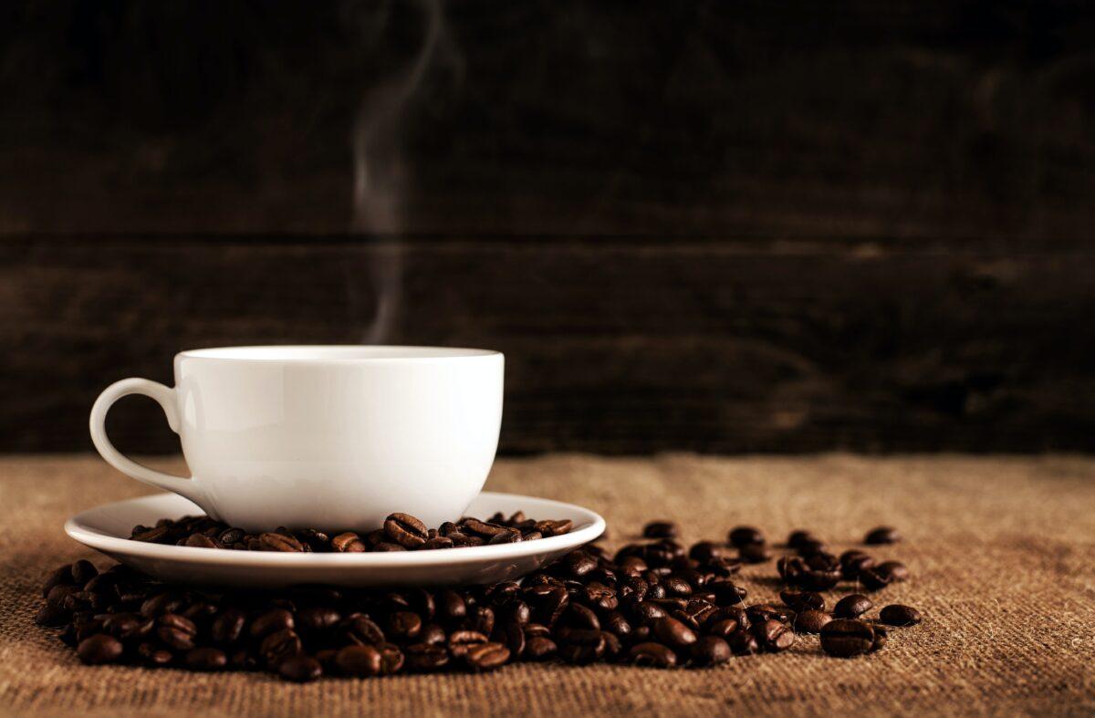 kaffe kop og kaffebønner