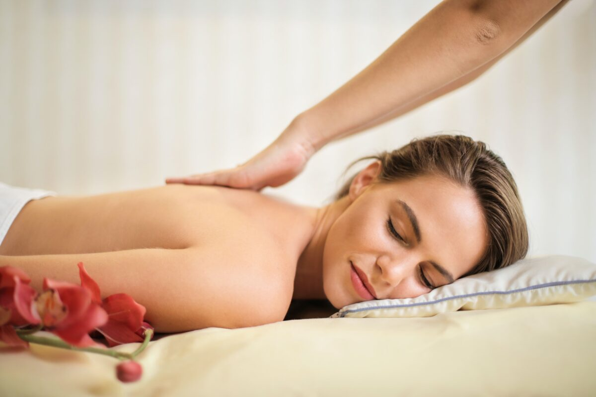 dame der får massage