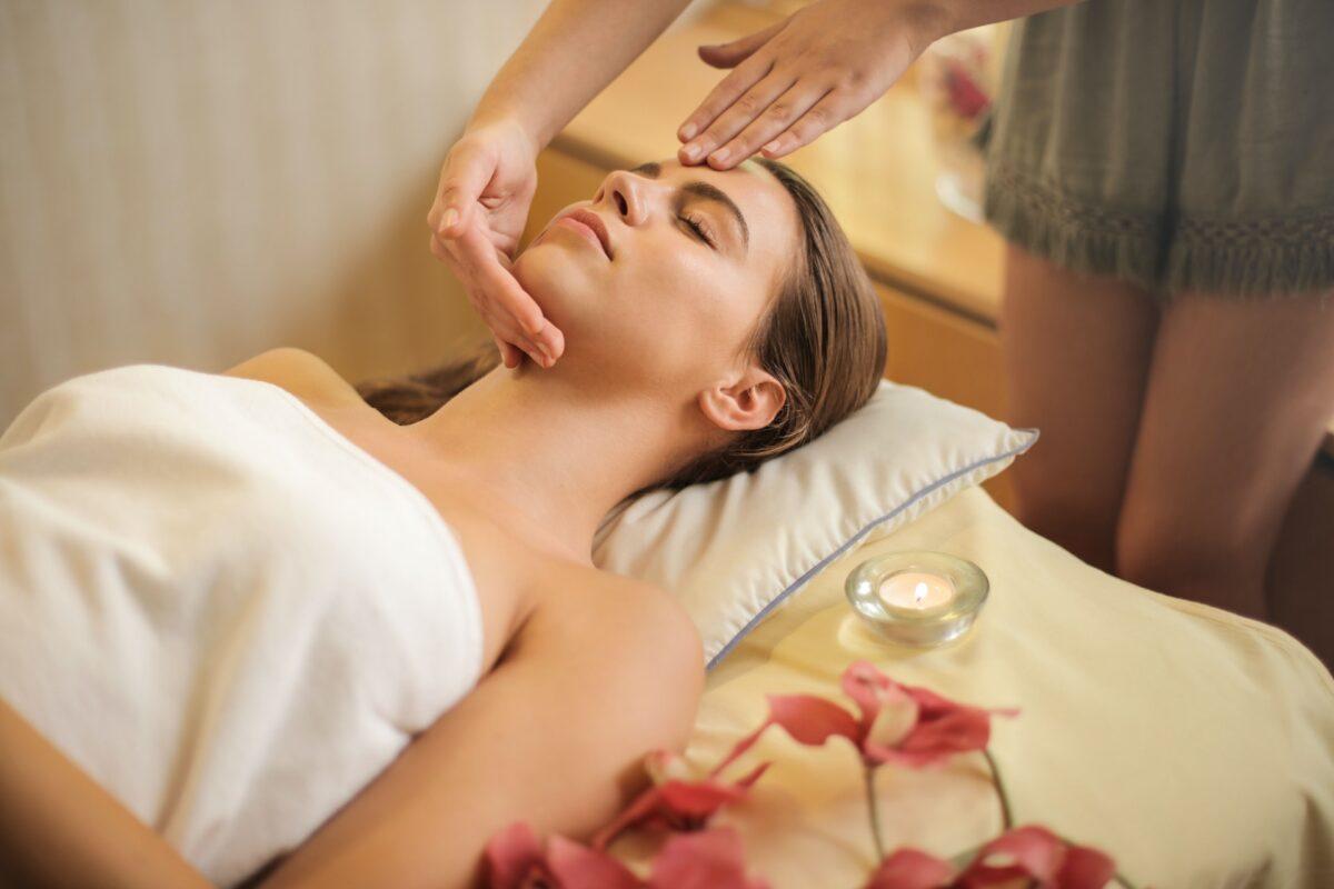 dame får massage
